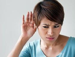 kobieta problem ze słuchem